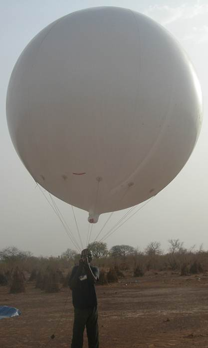Launch of aerial traps tethered to Helium filled balloon